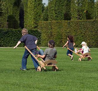 Kinder im Schlossgarten; Foto: Staatliche Schlösser und Gärten Baden-Württemberg, Niels Schubert