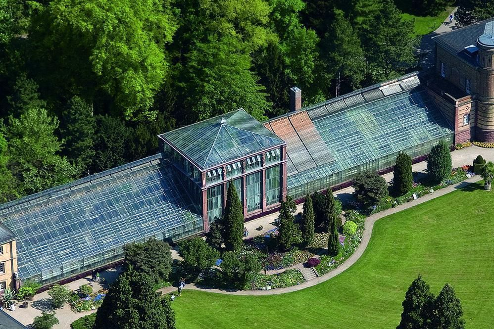 Palm house gatehouse at the Karlsruhe Botanical Gardens from above